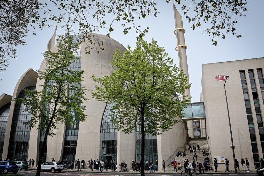 Най-голямата джамия в Кьолн ще призовава за петъчната молитва с високоговорители