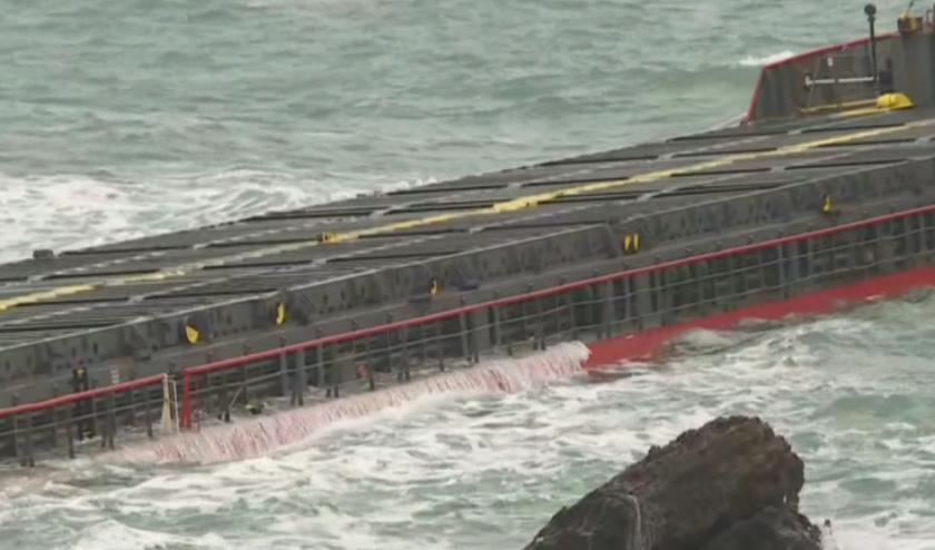 Силна миризма на нефтопродукти около заседналия кораб