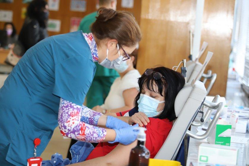 390 души се ваксинираха във Военномедицинска академия през почивните дни,