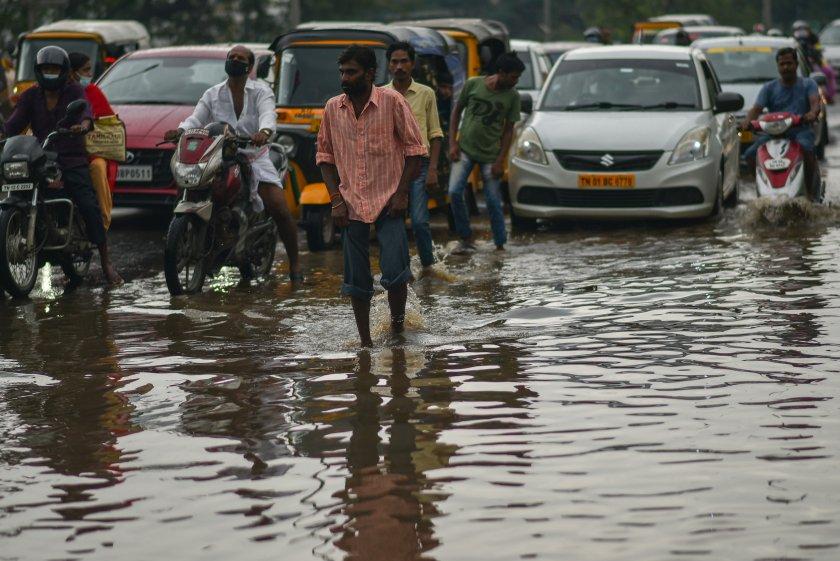 Най-малко 24 души са загинали при наводнения в Южна Индия,