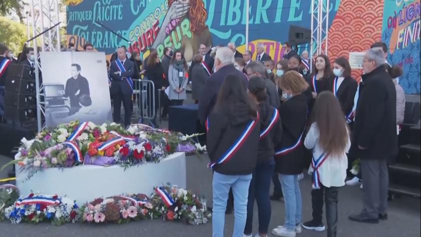 Франция отдава почит към паметта на обезглавения от екстремист преди