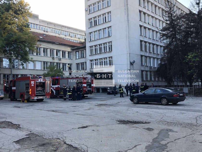 Сигнал за пожар в Пета градска вдигна на крак столичната
