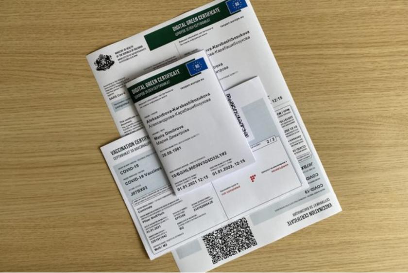 Зелен сертификат от четвъртък - къде ще го изискват и как ще учат учениците (ОБЗОР)