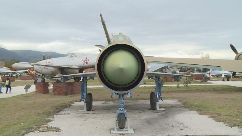 Военновъздушните сили на България празнуват днес. На 16 октомври преди