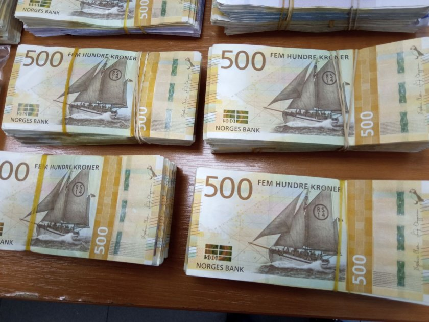 Митническите служители от ТД Митница Бургас откриха недекларирана валута при