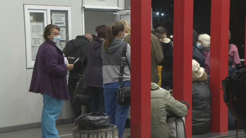 Опашки пред изнесените ваксинационни пунктове и тази сутрин в София