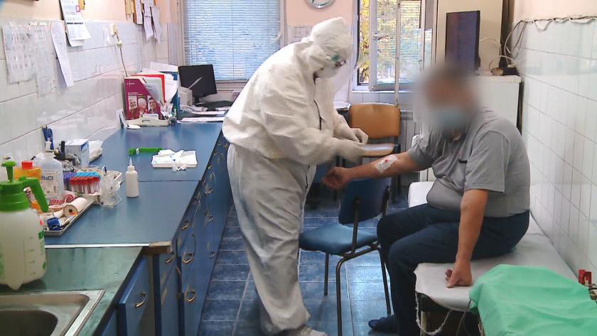 Внезапен интерес към ваксини, опашки на служители пред молове, за
