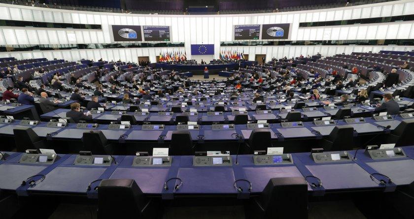 ЕК заплашва Полша с финансови санкции заради върховенството на европейското право