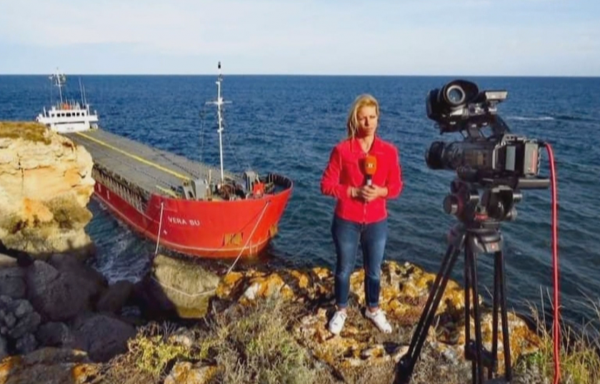 """От първо лице: Репортерите на БНТ, които 24/7 отразяваха сагата с кораба """"Вера Су"""""""