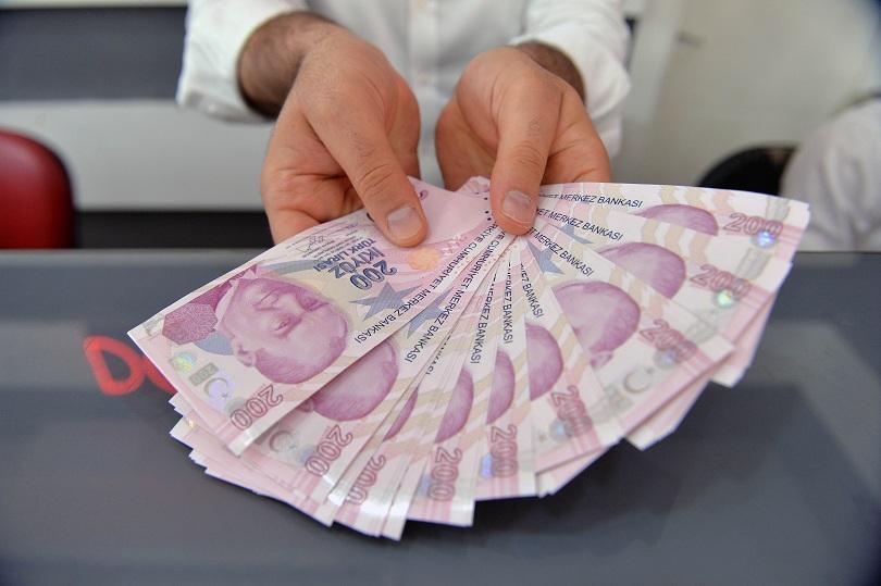 Стойността на турската лира падна до рекордни нива след като