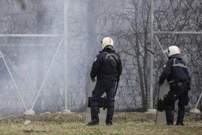 Гърция укрепва защитата на границите си заради новата бежанска вълна