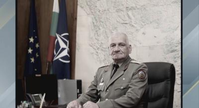 Траурна процесия в знак на почит към началника на отбраната генерал Боцев