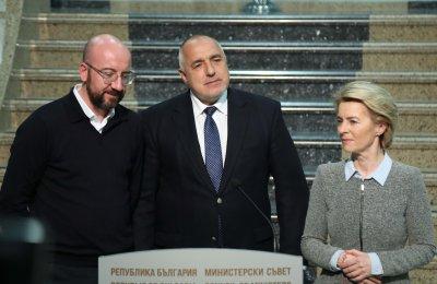 Борисов и председателите на ЕК и Европейския съвет инспектираха границите от въздуха (ОБОБЩЕНИЕ)