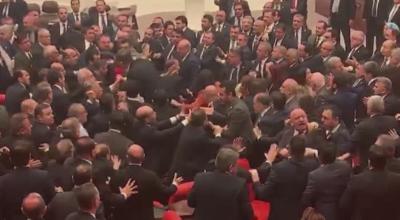 Масов бой в турския парламент заради намесата в Сирия