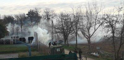 От нашите пратеници: Отново обстрел с шокови и газови гранати по границата между Турция и Гърция