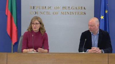 Сънародниците ни по света да не пътуват, призоваха Захариева и Желязков