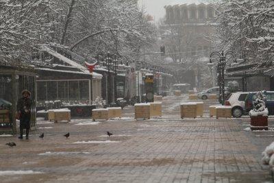 Снеговалежите продължават и през нощта