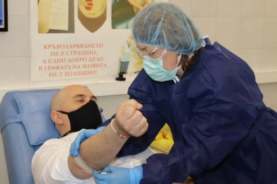 Над 50 магистрати и съдебни служители дариха безвъзмездно кръв във ВМА
