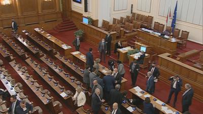Депутатите се отказаха от заплатите си по време на извънредното положение