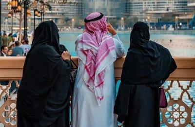 Ефектите на COVID-19: Мъж в Дубай иска разрешение да се движи между къщите на двете си съпруги