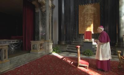 Показаха Торинската плащеница на Велика събота за католиците