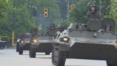 Парадът за 6 май може да е само с военна техника