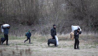Спад на вълната от бежанци и мигранти в Гърция с 16%