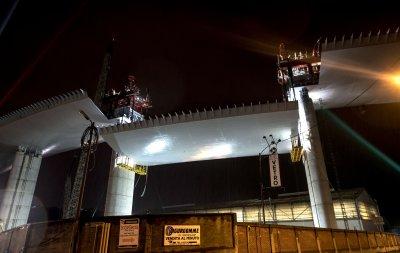 Напредва изграждането на новия мост в Генуа