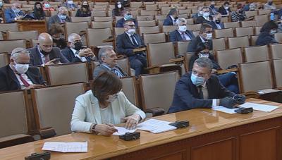 Караянчева насрочи извънредно заседание на НС за 28 април