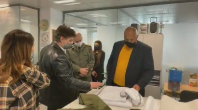 Премиерът Борисов инспектира фабрика за защитни облекла