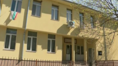Учители даряват част от заплатите си за лекари на първа линия в Пазарджик