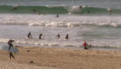 Отвориха плажовете за сърфистите в Сидни