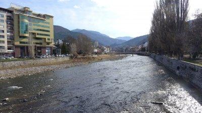 """Повдигнаха обвинение на директора на """"Лъки инвест"""" за замърсяването на реките Юговска и Чепеларска"""