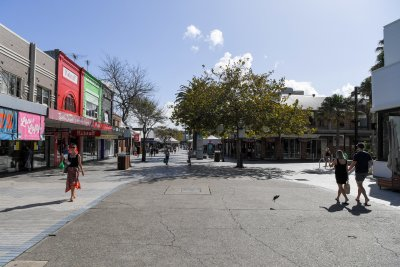 Мъж нападна с нож посетители в австралийски мол
