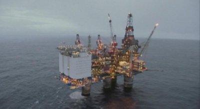 Цените на петрола тръгнаха леко нагоре