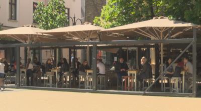 Заведенията днес: Човек до човек, маса до маса - без дистанция