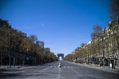 """Франция вдига някои ограничения, бутиците на """"Шанз-Елизе"""" отварят"""