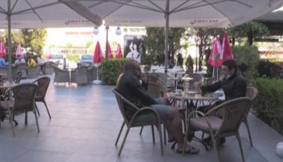 """Храненето в хотелите ще бъде само на открито, няма да има """"шведски маси"""""""
