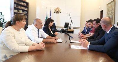 Борисов обеща на ресторантьорите 9% ДДС