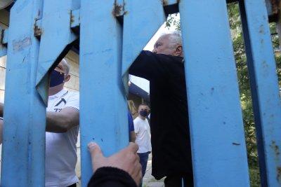 """Акциите на """"Левски"""" – в касата на клуба. Сашо Диков ги предаде, Павел Колев ги прие"""