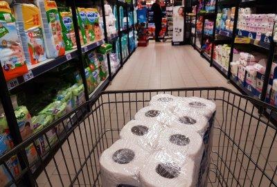 Дефлация за април. Слаб скок при храните, спад при сметките и горивата