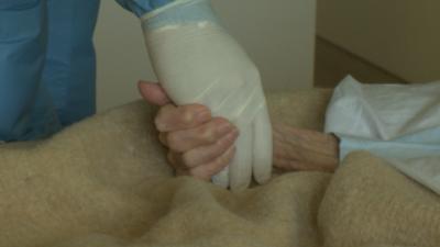 В Инфекциозна болница излекуваха 91-годишна жена от COVID-19