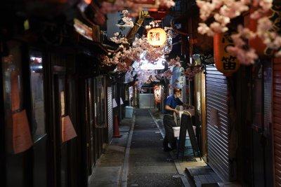 Япония свали извънредното положение, но с едно наум