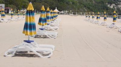 Първи туристи пристигат в курорта Албена