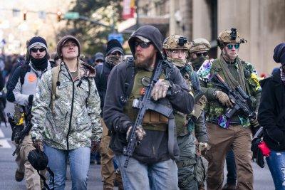 На фона на кървавите протести – бум в продажбите на оръжие в САЩ