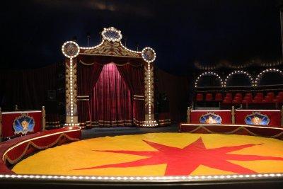 На цирк, на закрито – зрители под шатрата, през стол, а и с маски