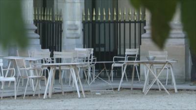 Франция сваля мерките: Отварят заведения, паркове, плажове, училища
