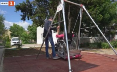 Люлка за инвалидни колички и... усмивки по лицата на децата в Монтана