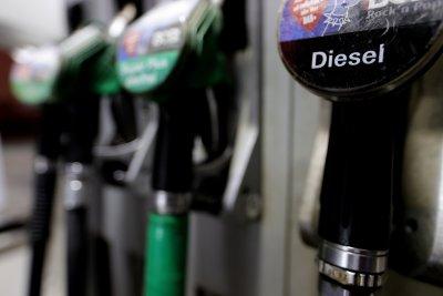 Петролът пое нагоре на борсите, скочи над 40 долара за барел