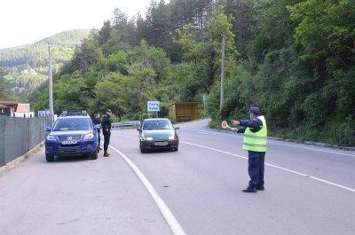 Спецоперация срещу конвенционалната престъпност се проведе в Своге (СНИМКИ)
